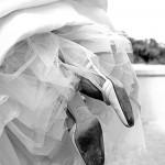 Foto portada novia levantando los pies
