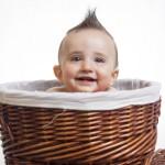 foto de bebé metido en canasto - El pequeño Lucas