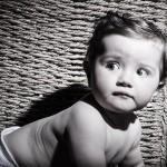 Foto bebé gateando