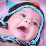 Foto niña con gorrito