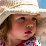Retrato de niña con gorro