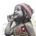 Foto niña riéndose
