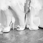 Foto boda detalle zapatos Ana Maria Morales